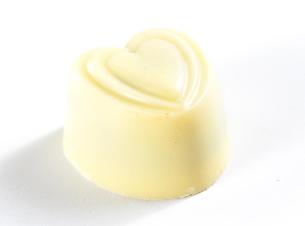 פרלין לבבות שוקולד לבן