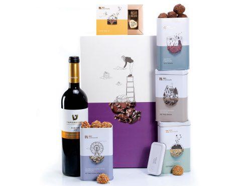 מארז שוקולד עם יין אדום פרלינים וטראפלס