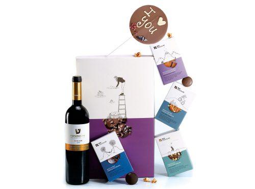 מארז שוקולד עם יין וחלומות ושוקולד על מקל בכיתוב